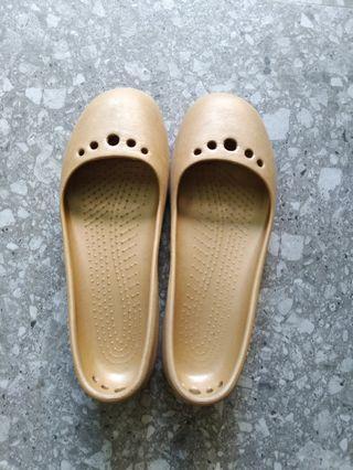 Crocs pumps