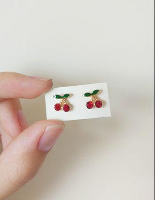 🚚 貼耳小櫻桃耳環