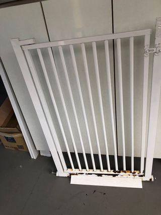 Metal gate for cat