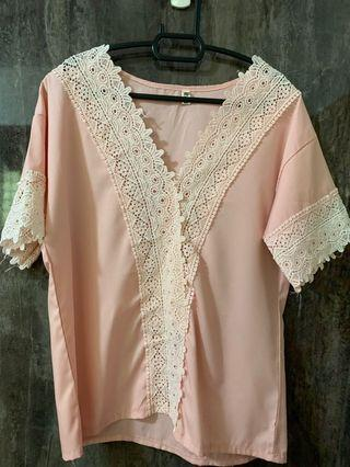 🚚 Pink lace blouse
