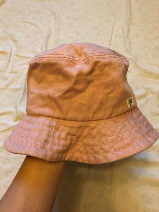 粉紅色漁夫帽