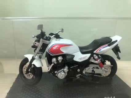重機 模型車Honda CB1300 Super Four 2011