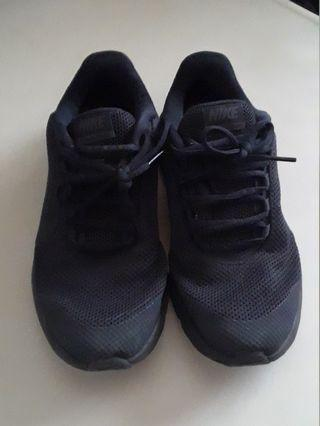 Nike running shoes (7.5 US)
