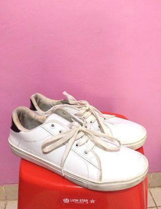 sepatu cats putih
