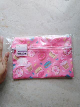 🚚 Waterproof pouch