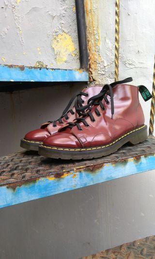 Solovair Monkey Boots, bukan Dr Martens