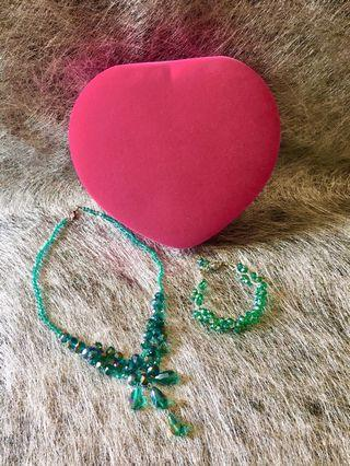 綠色頸鏈(加心形包裝盒)