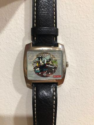 🚚 Vintage Mickey Watch