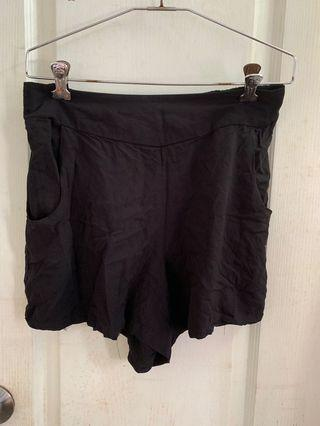 Black shorts (flexible)
