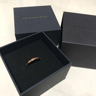 🚚 Daniel Wellington Classic RoseGold Ring