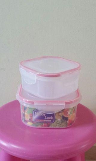 A set of 2 Airtight Containers