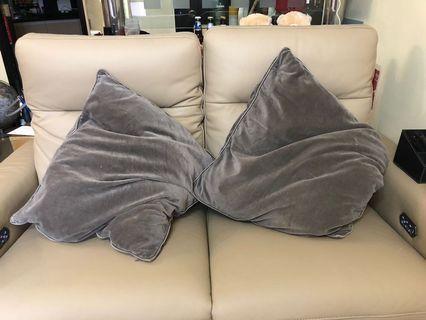 Ikea 咕𠱸 cushion 2 個