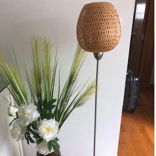 Long lamp with bamboo cover