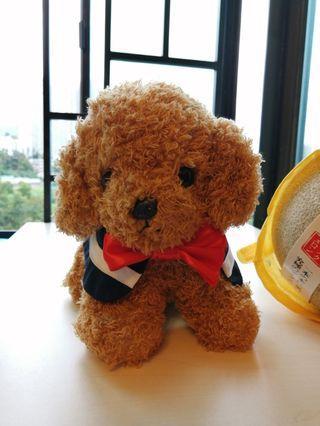 玩具小狗連自家製水手領飾帶