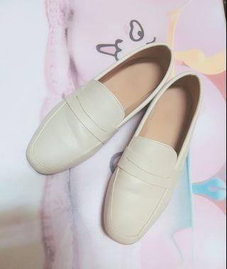 氣質米杏色樂福鞋 37