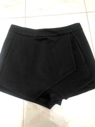 🚚 Black Skorts