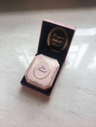 (包郵) Too Faced Diamond Light Highlighter 鑽石高光粉盒 (Diamond Fire) (100% NEW 全新)