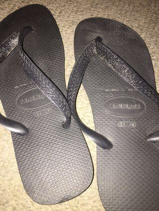 Havaianas basic black thongs
