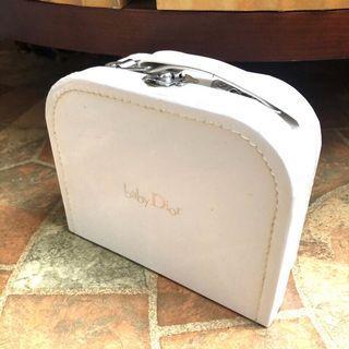 🚚 Baby Dior 白色空紙盒 手提紙盒 收納盒 收藏盒 手提箱 手提盒 禮物盒 ~迪奧