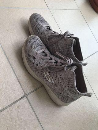 🚚 Skechers shoes