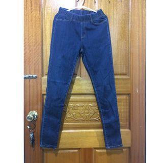 Lativ彈力顯瘦窄管褲-牛仔色m號