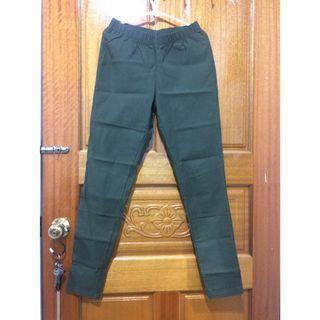 Lativ彈力顯瘦窄管褲-軍綠色m號