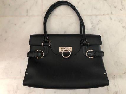 🚚 Authentic Ferragamo lady's handbag