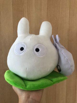 🚚 White Totoro stuffed toy