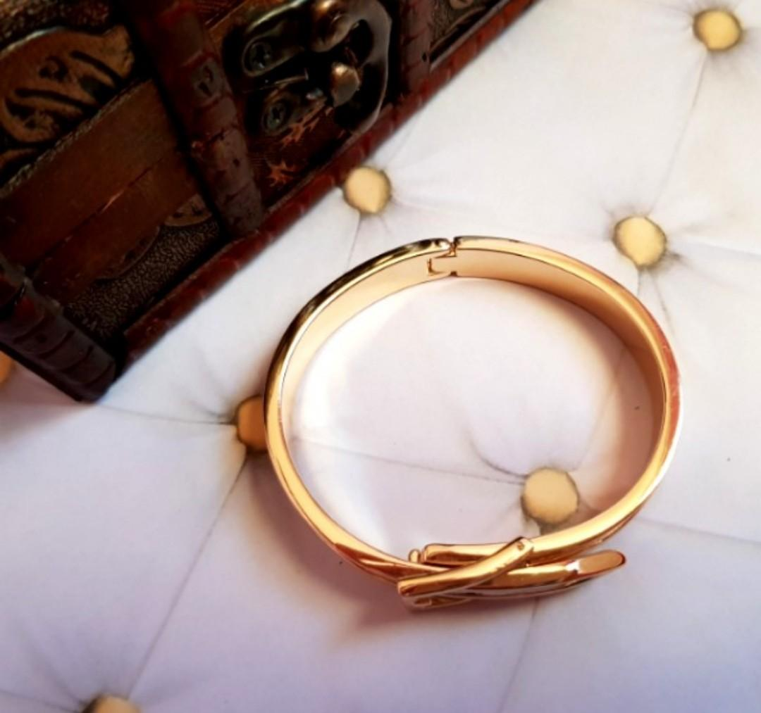 🆕️Anarchy Street Gold and White Buckle Bracelet Bangle