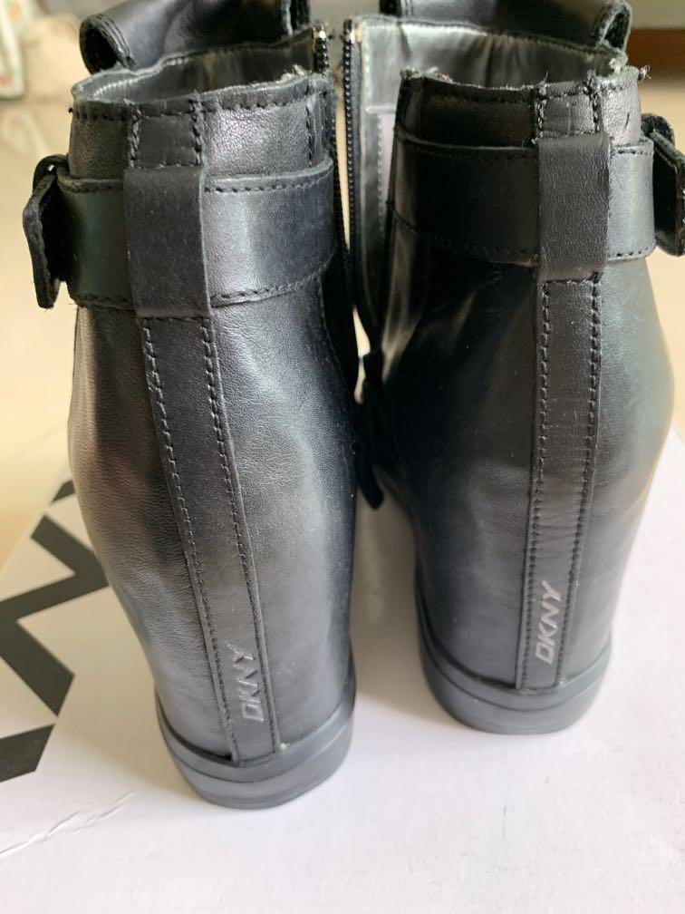 Authentic Slightly used well maintained DKNY lady black leather shoe