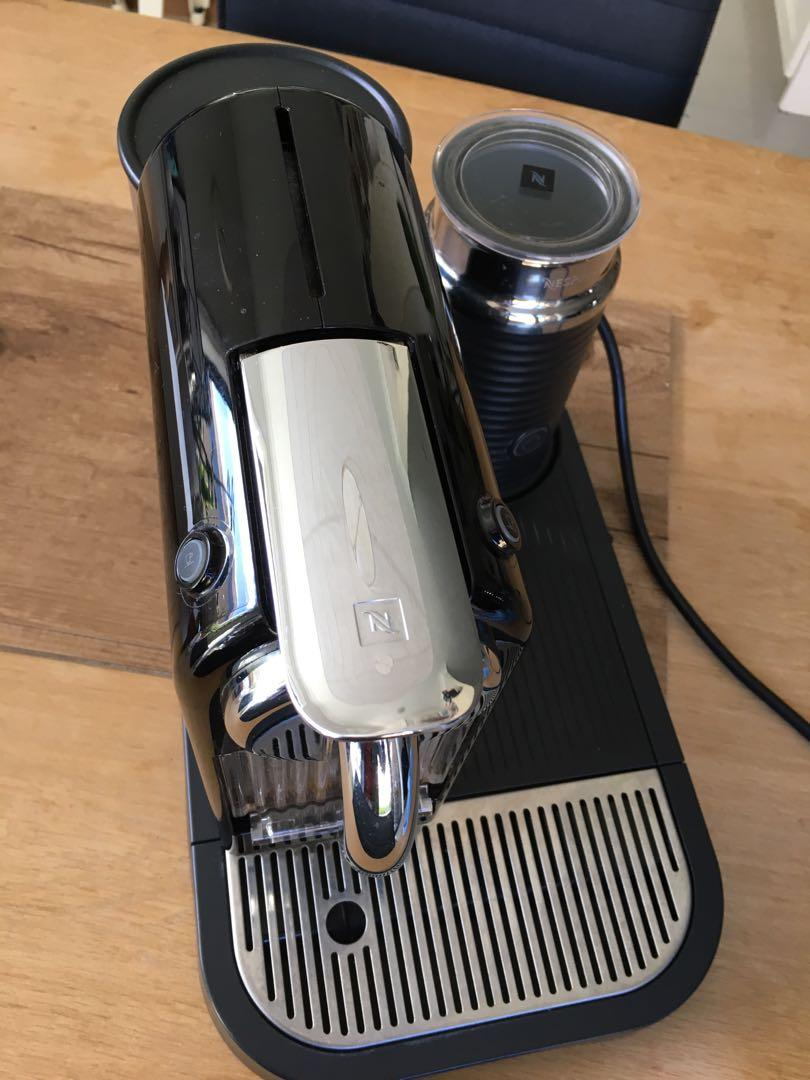 Delonghi Nespresso coffee machine w/ milk frother