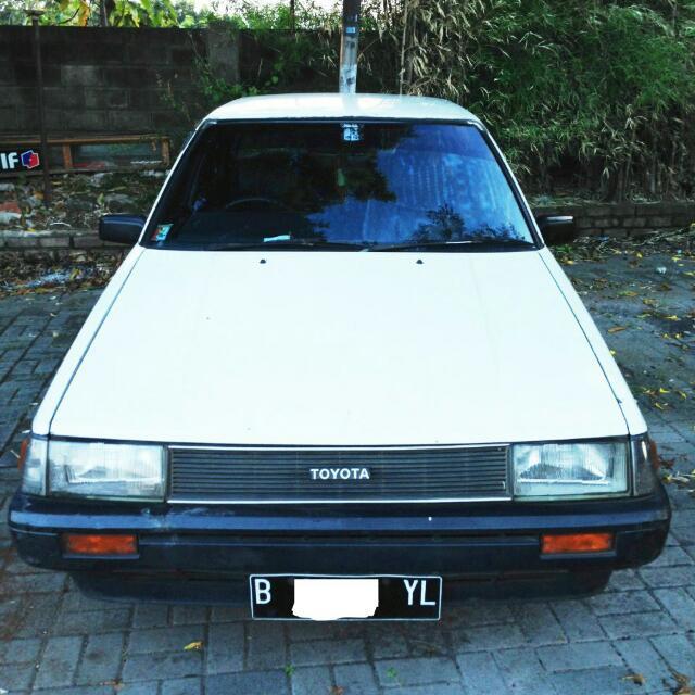 Mobil Sedan Toyota Corolla GL 1984 Putih Orisinil Siap Jalan