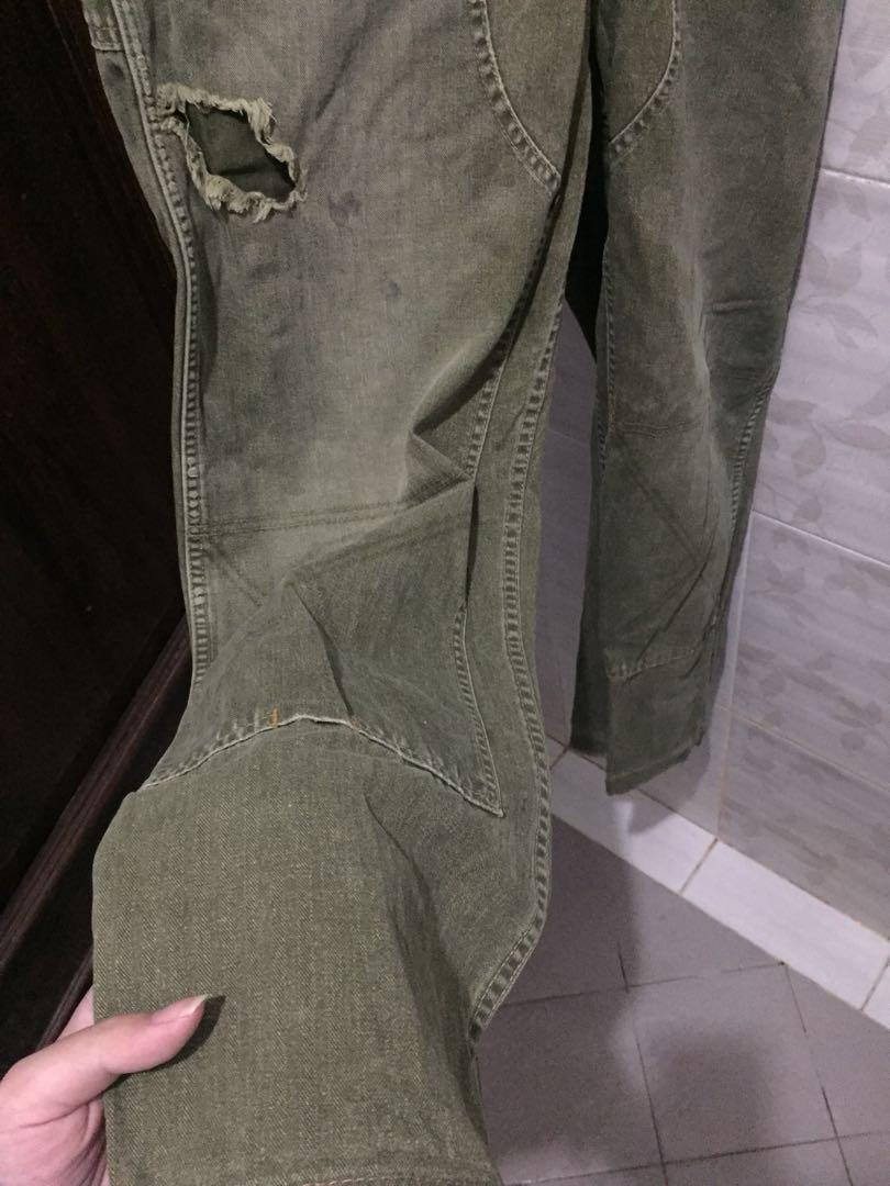Oversize distressed army pants