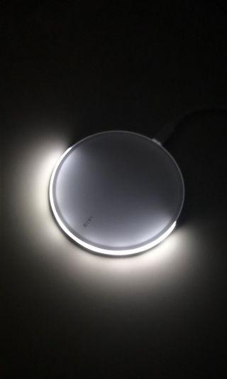 Glass Surface Wireless Charger (10W/7.5W Fast Charge)