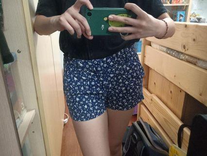 🚚 Uniqlo 藍色短褲 夏天 海灘褲 熱褲