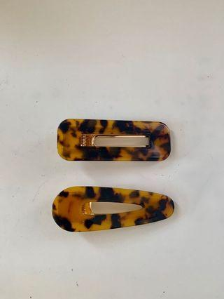 Tortoiseshell hair clip set - never worn