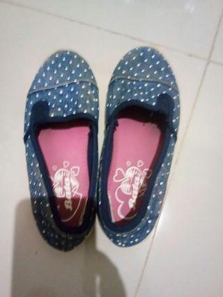 Sepatu anak Perempuan
