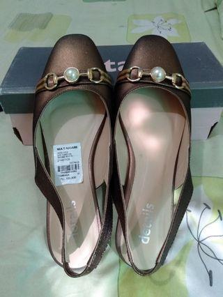 Sepatu sandal details