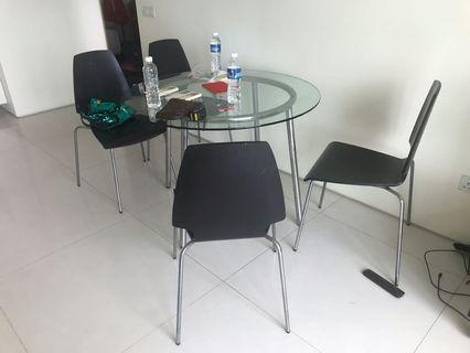 🚚 Dining table set (round table + 4 chairs)