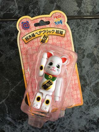 🚚 Lucky cat Bearbrick, white