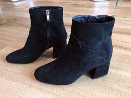 Zara 基本款百搭 麂皮黑色短靴