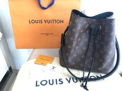 近新 Louis Vuitton LV M44020 黑色新款Neonoe 經典花紋肩斜兩用水桶包