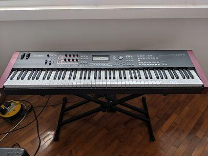 Yamaha MOXF8 and Peavey KB/A 60