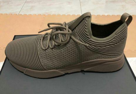 LIKE NEW!! PEDRO Casual Sports Shoes