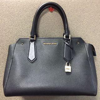 Authentic Michael Kors Hayes LG Leather satchel