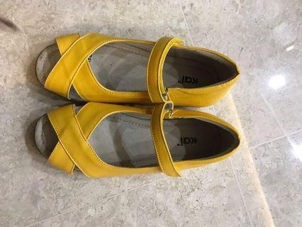 🚚 BN Kai Big girls sandals- eu size 35