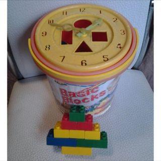 CLOCK AND BASIC BUILDING BLOCKS DEVELOPMENT TOY