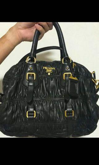 🚚 Prada full Nappa calf Leather Handbag