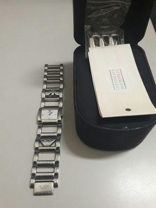EMORIO手錶原價近萬元