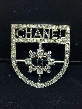 Stunning Brooch Diamonte Women's / Ladies coat / jacket brooch / pin